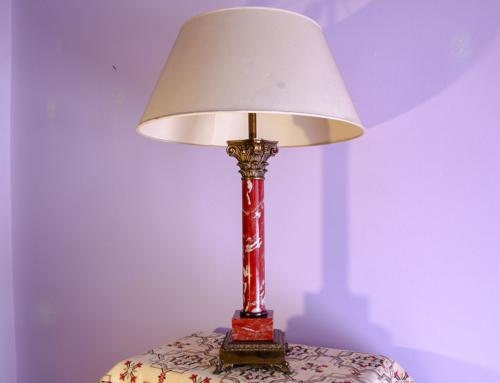 Lampada in marmo rosso