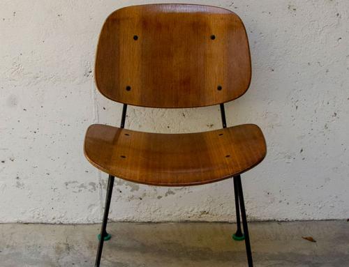 Tre sedie compensato curvato
